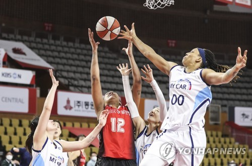 여자농구 BNK, 신한은행에 짜릿한 역전승…공동 5위로