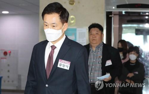 """""""박근혜, 유영하 공천배제에 '두번 칼질 당해'""""…강용석 전언"""