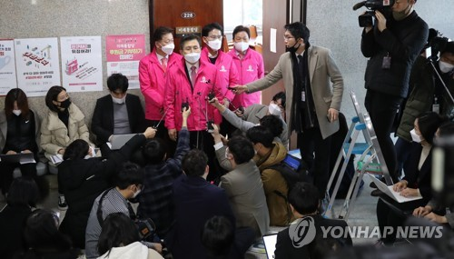 통합·한국당 공천갈등 증폭…'황교안 원톱체제' 순항할까(종합)