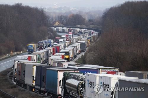 EU, 내부국경 통제 해제 난항…발묶인 사람·차량에 '혼란'