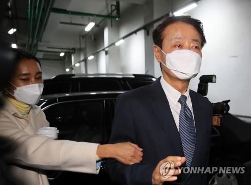 """한선교 미래한국당 대표 사퇴…""""가소로운 자들이 개혁 막아"""""""