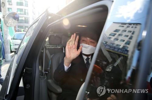 """한선교 미래한국당 대표 전격사퇴…""""가소로운 자들이 개혁 막아""""(종합)"""