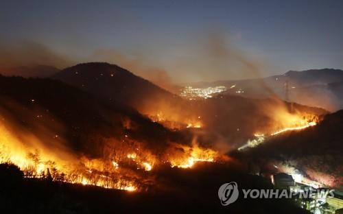 4월은 연중 산불 피해 가장 큰 달…황사·농기계 사고도 조심