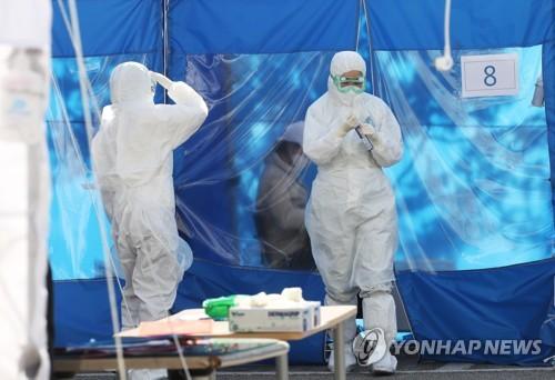 코로나19 잇단 집단감염에 147명 증가…총8천799명·사망 102명(종합)