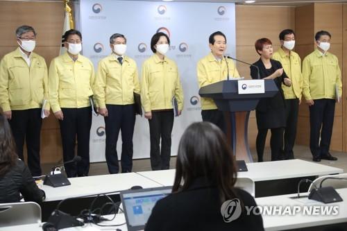 """박양우 장관 """"종교계 15일간 강화된 사회적거리두기 동참을"""""""