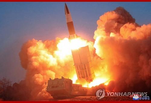 북한, 어제 단거리 미사일 발사 확인…김정은 직접 참관
