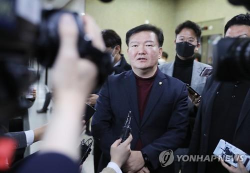 미래한국 공천 뒤집기 이어 민경욱 생환…막바지 '친황' 부활(종합)