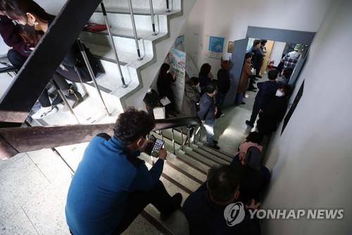 """소상공인 직접대출 받으려면…""""출생연도 따라 소진공 센터 가야"""""""
