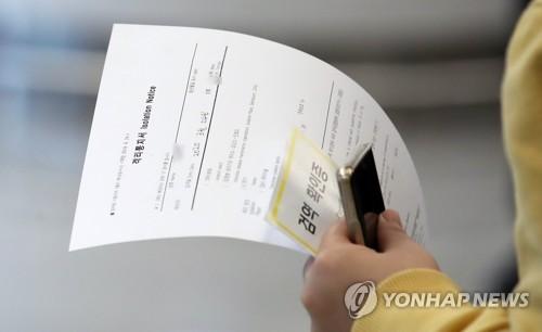 """""""모든 입국자 '2주 격리' 해야…진단검사는 '유증상자' 우선"""""""