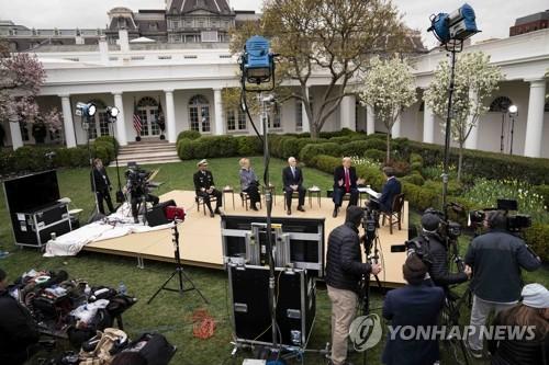 """다급한 트럼프 """"한국 검사수 넘었다""""며 틀린 수치로 연일 방어막"""