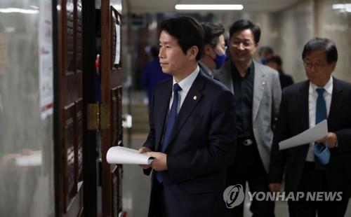 민주 의원들, 4∼5월 세비 50% 기부키로…'1인당 875만원 꼴'