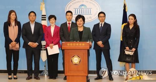미래한국당 대변인단, 기자 상견례…첫 시각장애 대변인 연단에
