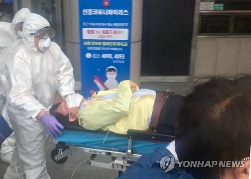 권영진 대구시장 실신, 구급차로 병원 이송뒤 의식 되찾아(종합3보)