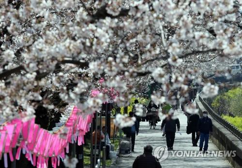 도쿄 코로나19 폭발적 증가 우려에 日수도권 내 이동자제 권고