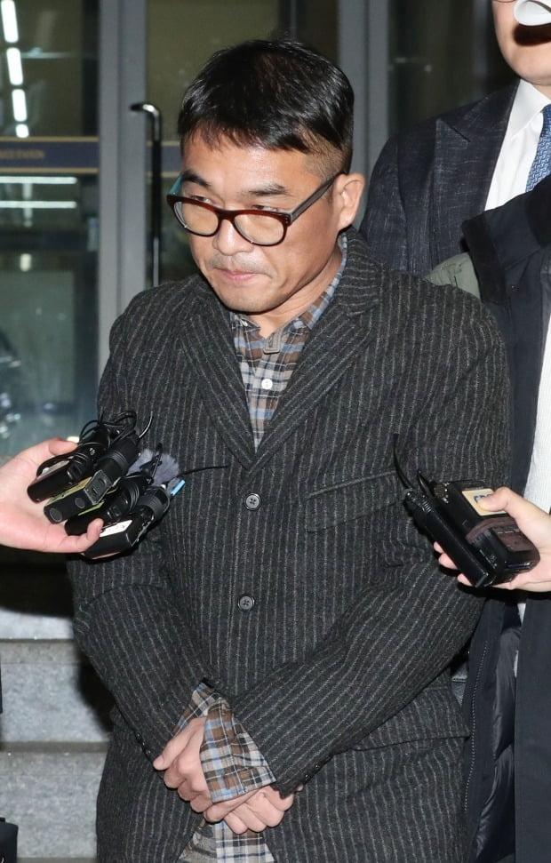 경찰, '성폭행 혐의' 김건모 기소 의견으로 검찰 송치 /사진=연합뉴스