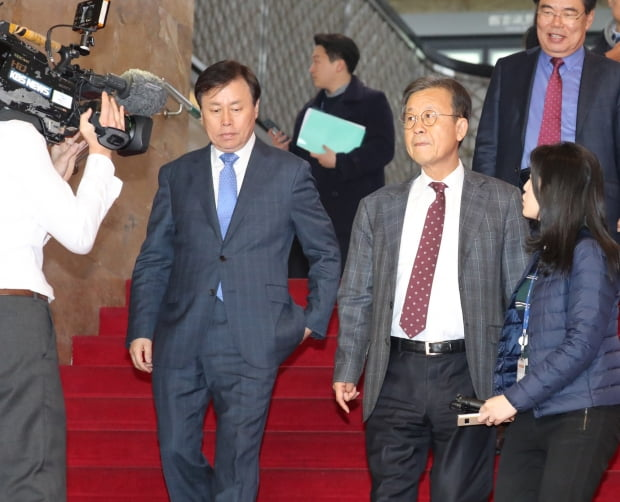 원혜영 더불어민주당 공천관리위원장과 도종환 전략공천관리위원장. 사진=연합뉴스