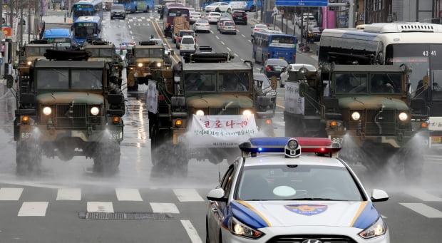 대구서 방역작전 펼치는 육군 제독 차량. 사진=연합뉴스