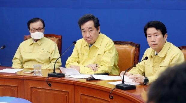 비례정당 창당에 대해 선을 긋던 더불어민주당은 2일 '연합정당' 합류를 검토하고 있다고 밝혔다. /사진=연합뉴스