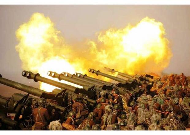 조선중앙통신은 김정은 북한 국무위원장이 지난 20일 서부전선대연합부대의 포사격대항경기를 지도했다고 21일 보도했다. 사진은 21일 노동신문이 공개한 사진. /사진=연합뉴스