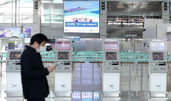 """외국인들 """"한국 가면 코로나 검사 공짜"""" 발칵"""