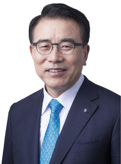 [파워 금융인 30] 조용병 신한금융지주 회장, 신시장 개척 가속 '아시아 1위 금융사' 노린다