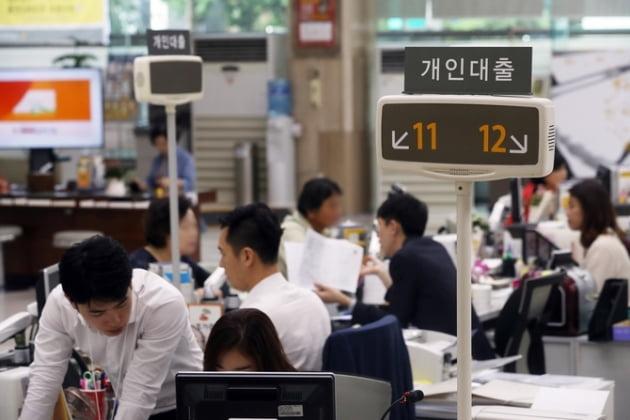 """금융지주, 1분기 순이익 뒷걸음질…""""코로나19 영향은 미미할 듯"""""""