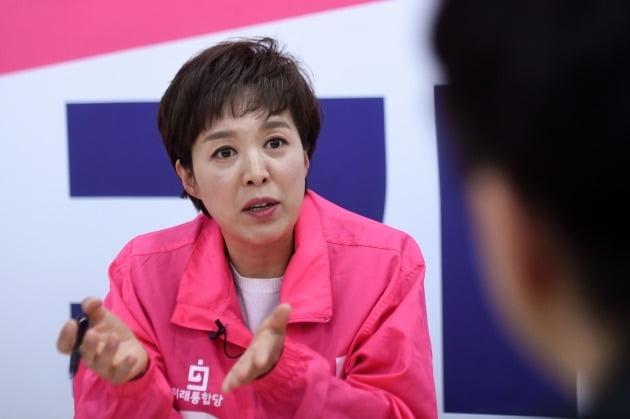 """김은혜 후보는 """"새로운 변화와 함께 많은 분들의 열망을 반영하는 게 이번 총선의 핵심""""이라고 말했다. [사진=최혁 한경닷컴 기자]"""