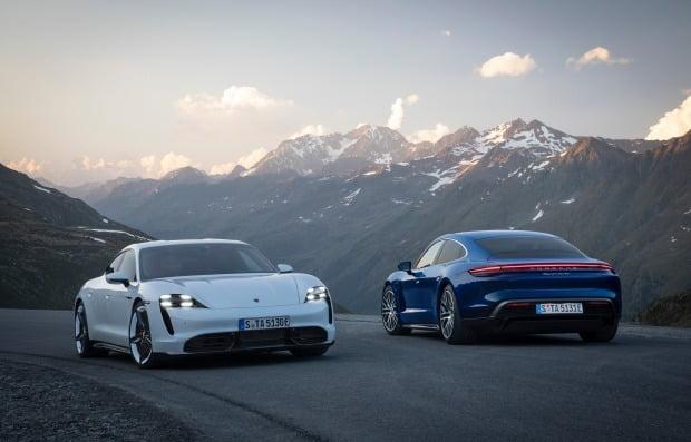 포르쉐 타이칸이 '2020 세계 올해의 자동차(WCOTY)'에서 '세계 럭셔리 자동차', '세계 퍼포먼스 자동차' 수상을 기록했다. 사진=포르쉐AG