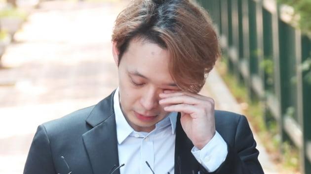 전신 왁싱으로 마약검사 피하려 했던 박유천, 복귀 위해 팬카페 오픈
