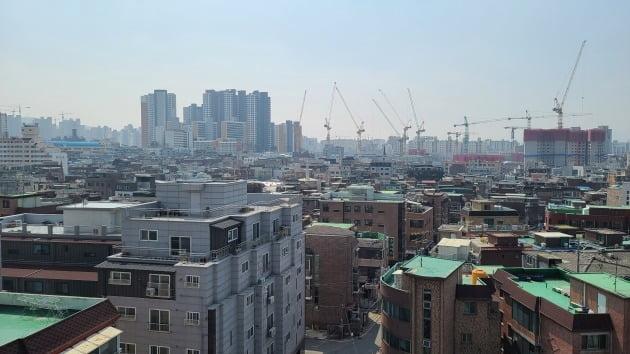 재개발사업이 속속 재추진되고 있는 서울의 한 뉴타운. 한경DB