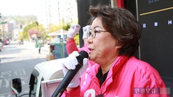 이혜훈 미래통합당 동대문을 후보가 9일 지역구에서 지지를 호소하고 있다. /사진=조상현 한경닷컴 기자 doyttt@hankyung.com