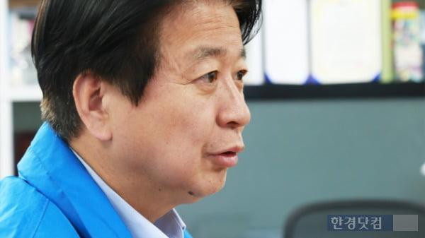 노웅래 더불어민주당 마포구갑 후보가 지난 10일 자신의 선거사무실에서 한경닷컴과 인터뷰를 진행하고 있다. /사진=조상현 한경닷컴 기자 doyttt@hankyung.com