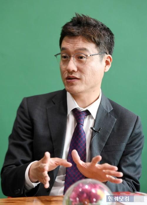 사경인 회계사는 한경닷컴과의 인터뷰에서 주식시장은 전망 보다 대응이 중요하다고 말했다. (사진 최혁 기사)