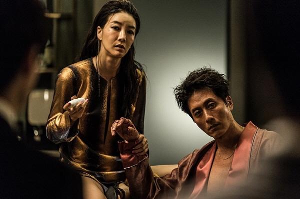 [업종 스페셜-영화제작사] 영화계 위협하는 OTT 플랫폼 '넷플릭스 VS 왓챠플레이 VS 웨이브'