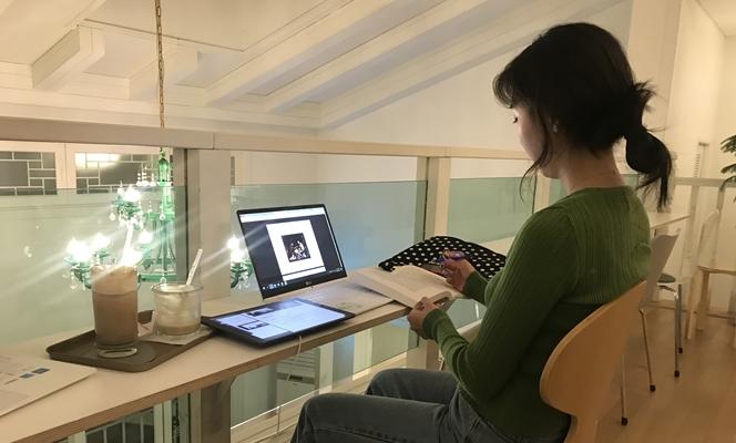 """""""온라인 강의, 오히려 집중 잘 돼 좋아요"""" 온라인 생활 한 달, 달라진 대학생들의 모습"""