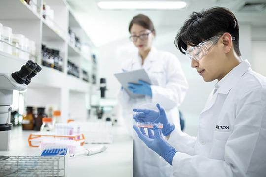 셀트리온, 코로나19 치료제 개발 2단계 도입
