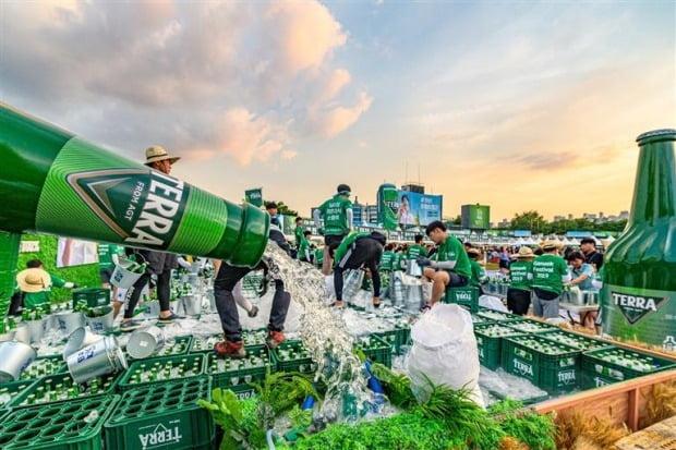 테라의 인기를 중심으로 올해 하이트진로의 맥주사업이 흑자전환할 것이라는 관측이 나온다. (사진 = 한경DB)