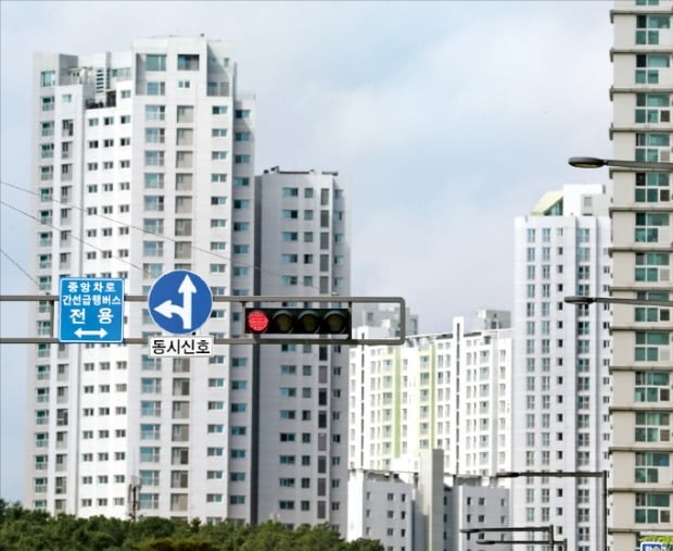 세종시 아파트 가격이 올해 입주 물량 감소 등의 영향으로 상승세가 지속되고 있다. 세종 한솔동 아파트 단지 모습.   한경DB