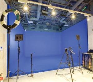 인천콘텐츠지원센터에 마련된 촬영 스튜디오.