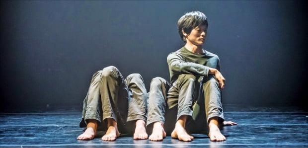 국제현대무용제 '모다페 2020'의 갈라 공연 무대에 오르는 김설진의 'SOM'.   ⓒ옥상훈