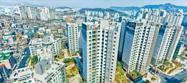 올해 공시가격이 20% 넘게 오른 서울 중저가 아파트가 적지 않은 것으로 나타났다. 동대문구의 한 아파트 단지.  한경DB
