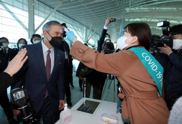 해리스 주한 미 대사, 한국에 마음 상했나