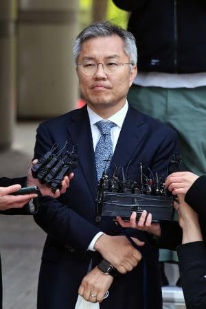 지난 21일 서울중앙지법에서 열린 공판에 출석한 최강욱 당선인. / 사진=한경 DB