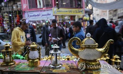 """""""집에서 기도""""…코로나19 속 이슬람권 라마단 24일 시작"""