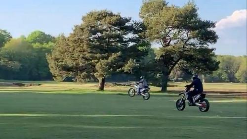 라이더컵 개최한 영국 명문 골프장, 폭주족 질주로 '훼손'