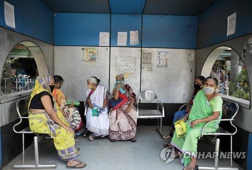 """의료 인프라 열악해도 치명률 낮은 인도…전문가 """"미스터리""""(종합)"""