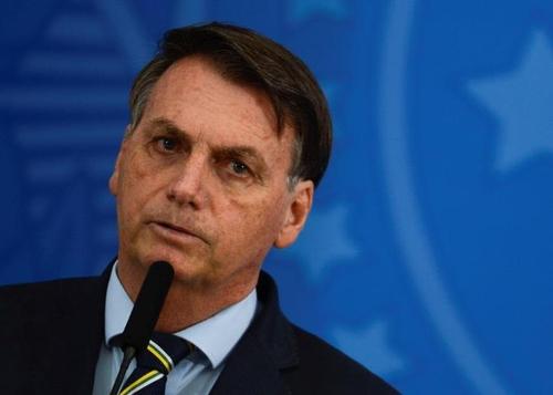 """브라질 대통령, 코로나19 또 남탓…""""사망자 급증 주지사들 책임"""""""