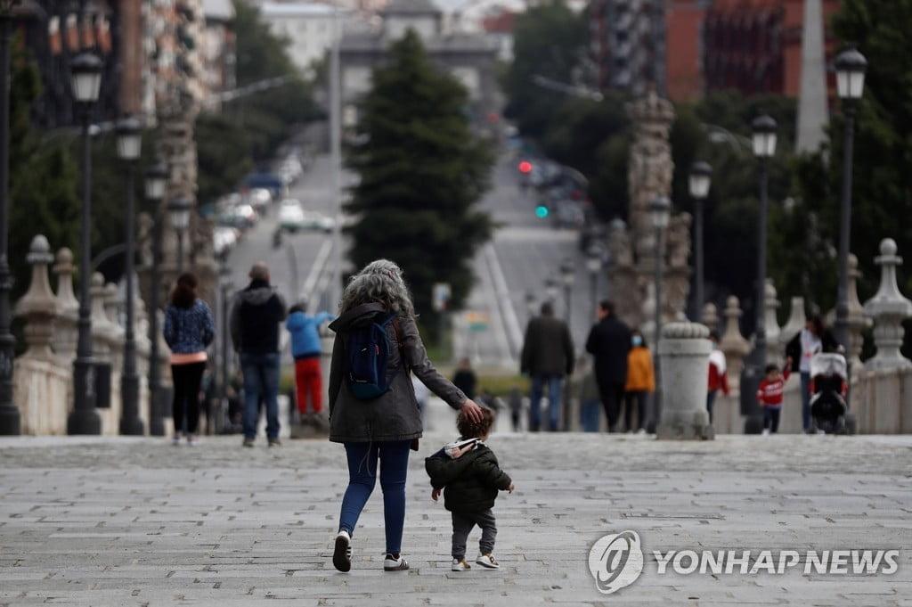 스페인, 6주만에 어린이 외출 1일 1회 허용...봉쇄 완화