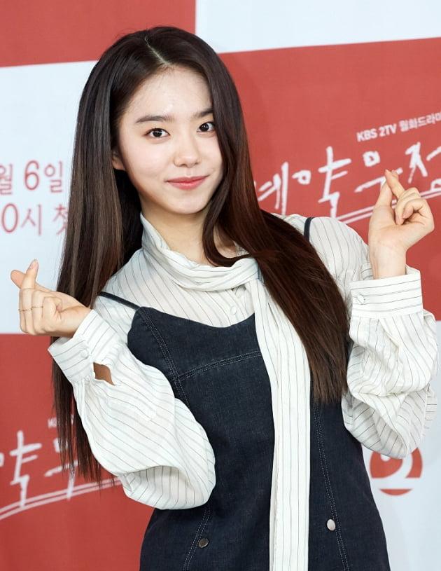 [TEN 포토] '계약우정' 김소혜 '봄날햇살 같은 표정'