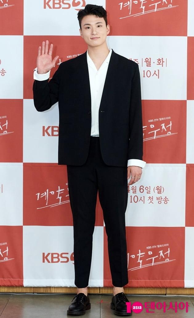 [TEN 포토] '계약우정' 신승호 '내가 전설의 주먹'